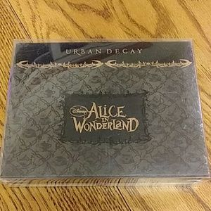 URBAN DECAY ALICE IN WONDERLAND BOOK OF SHADOWS 1